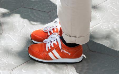 683baec4ee2 EasyJet Sneakairs: Εξερευνήστε πόλεις με ξεναγό τα... παπούτσια σας ...