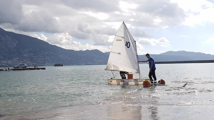 «Σάλπαρε» το νέο σκάφος από πλαστικά μπουκάλια στην Καλαμάτα!